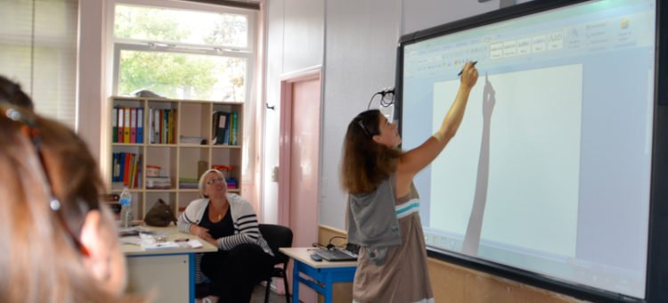 Tableau blanc interactif : outil pédagogique de nouvelle génération